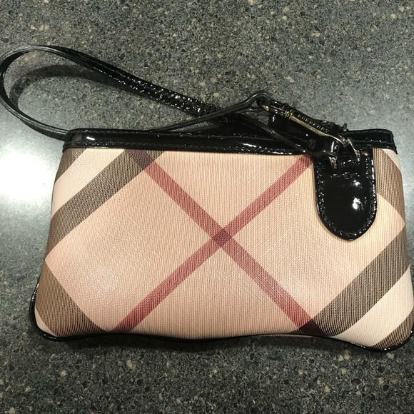 Burberry Handbags - ❗ ❗ ❗️SALE‼ ‼ ‼️Burberry Wristlet 454fc57fee2b7